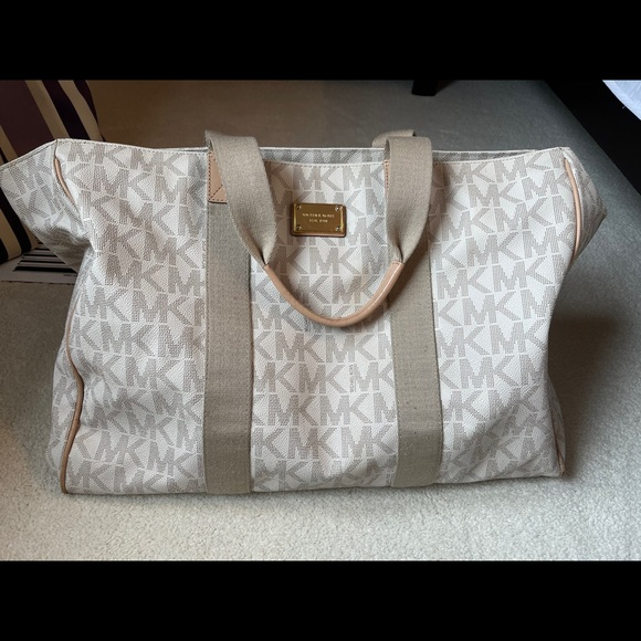 Michael Kors purse/bag